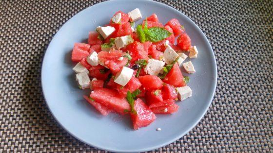 Sałatka z arbuza, tofu i mięty