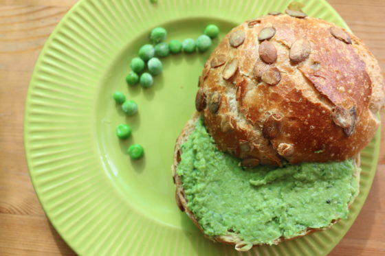 Ekspresowa pasta z zielonego groszku