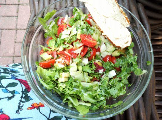 Sałatka z awokado i chili